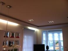 Techo doble con luces indirectas